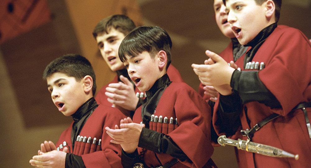 Международный фестиваль стран СНГ и Балтии Москва встречает друзей. 14 - 21 мая 2004. Фольклорный хор мальчиков из Грузии Мартве исполняет кахетинскую народную песню.