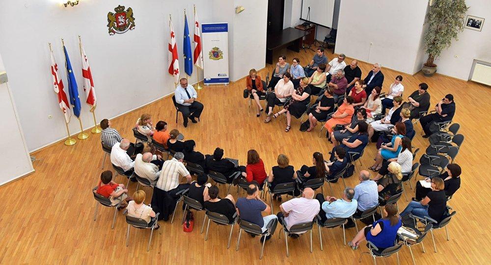 Министр образования Грузии Александр Джеджелава на встрече с директорами школ