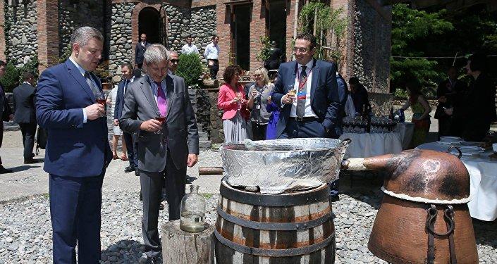 Премьер Грузии Георгий Квирикашвили, Йоханнес Хан и Давид Бакрадзе