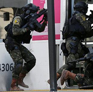 Спецподразделение бразильской армии проводит антитеррористические учения в Рио-де-Жанейро в преддверии Олимпиады