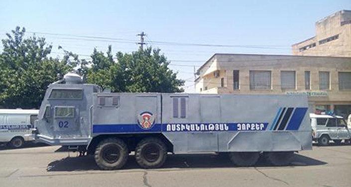 Захват здания милиции вЕреване: двое человек освобождены впроцессе специализированной операции