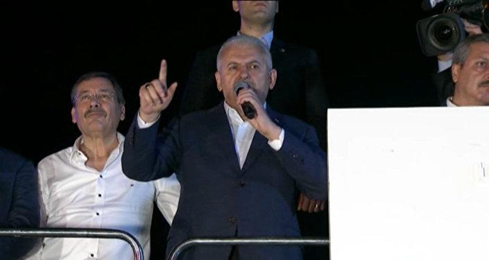 Премьер Турции пообещал наказать причастных к мятежу военных