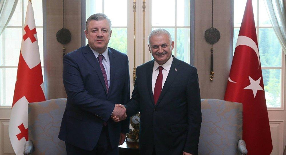 Премьер-министр Грузии Георгий Квирикашвили с турецким коллегой Бинали Йылдырымом