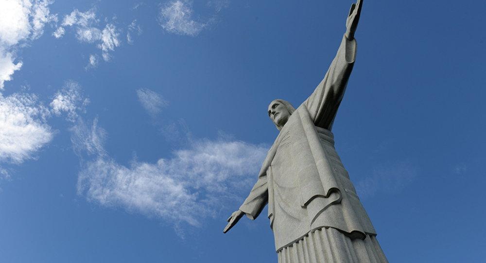 Статуя Христа-Искупителя на горе Корковаду в Рио-де-Жанейро.
