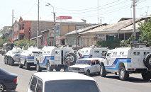 Первые кадры с места близ захвата здания полиции в Ереване