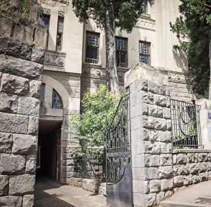 Дом Мадам Бозарджянц на улице Чонкадзе в Тбилиси