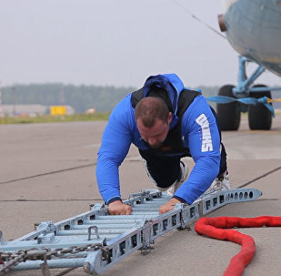 Рекорд белорусского силача: 20 метров он тащил вертолет Ми-26