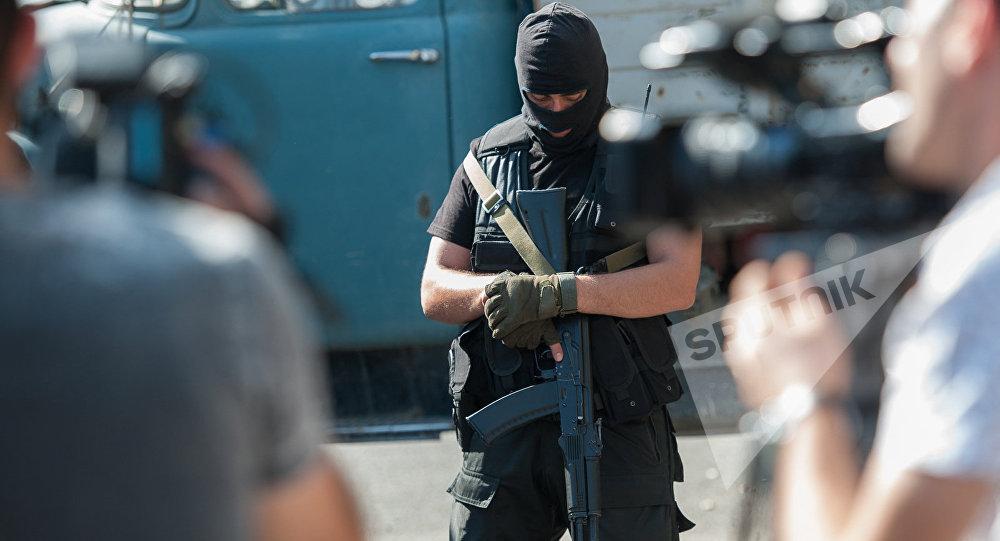 ВЕреване освобожден один из медсотрудников, взятый взаложники вооружёнными оппозиционерами