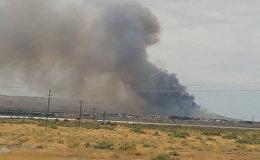 Густой дым поднялся над оружейным заводом в Азербайджане после взрыва
