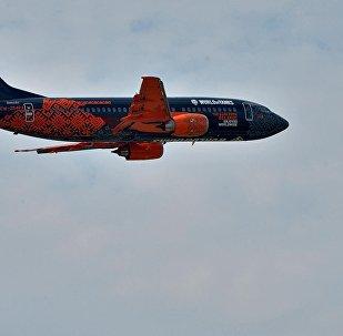 Боинг белорусской авиакомпании Белавиа в боевой раскраске показался в небе.