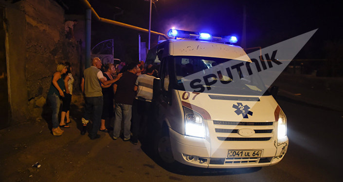 Скорая помощь на месте столкновений демонстрантов и полиции