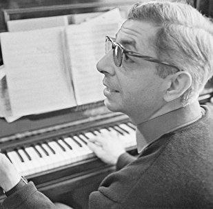 Выдающийся российский композитор армянского происхождения, народный артист России Микаэл Леонович Таривердиев (1931-1996).