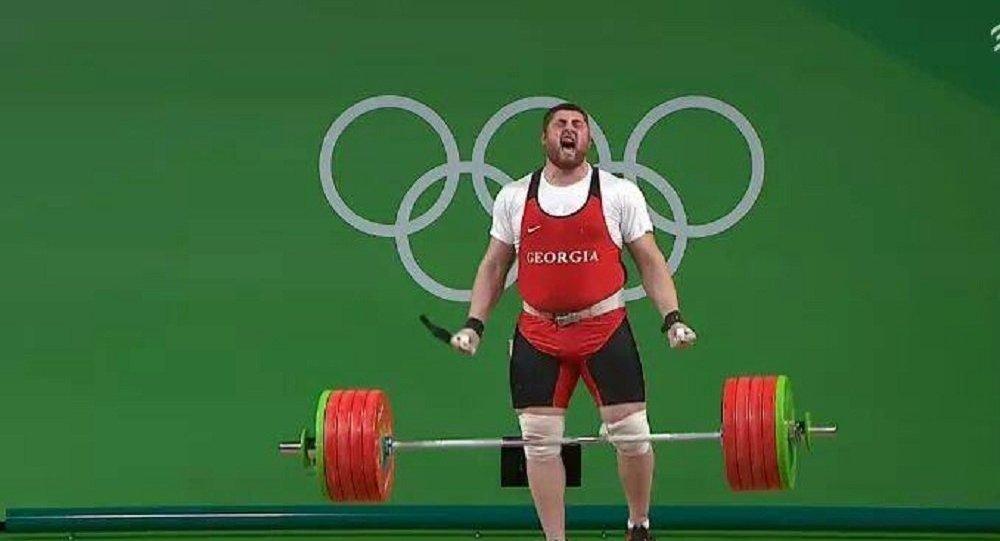 Тяжелоатлет Талахадзе побил 17-летний рекорд ивзял олимпийское золото