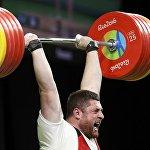 Лаша Талахадзе в финале соревнования в категории свыше 105 кг на XXXI летних Олимпийских играх в Рио-де-Жанейро.