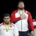 Тяжеловес из Грузии Лаша Талахадзе одержал победу на Олимпиаде в Рио в категории свыше 105 кг и завоевал первое олимпийское золото для своей страны.