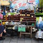 На улицах Боржоми туристы могут приобрести различные домашние варенья и мед