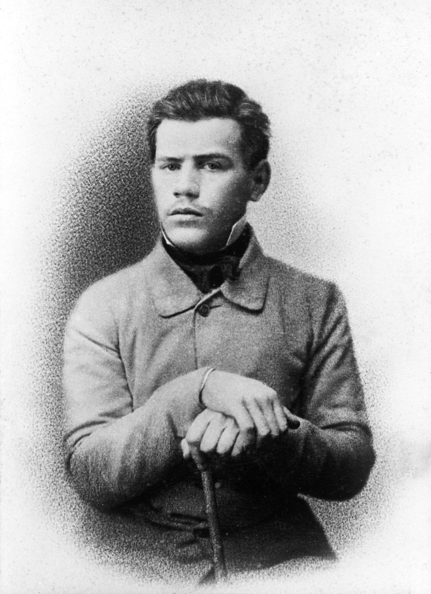 Русский писатель Лев Николаевич Толстой (1828-1910). Февраль 1951 года. Репродукция фотографии.