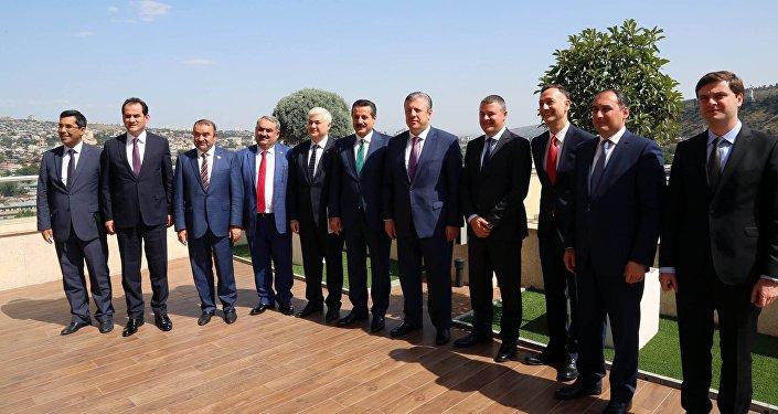 Грузинский премьер назначил министров энергетики исельского хозяйства