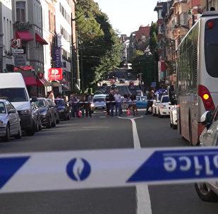 Женщина ранила трех пассажиров автобуса в Брюсселе. Видео с места ЧП