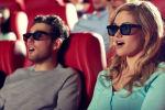 Удивленные люди в кинотеатре