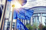 Флаги Евросоюза перед зданием Еврокомиссии в Брюсселе