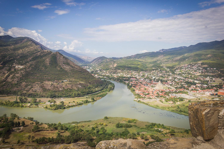Слияние рек Арагви и Куры, вид на город Мцхета с монастыря Джвари