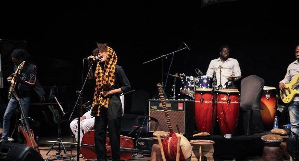 Нигерийская певица Nneka выступит в Грузии в сентябре