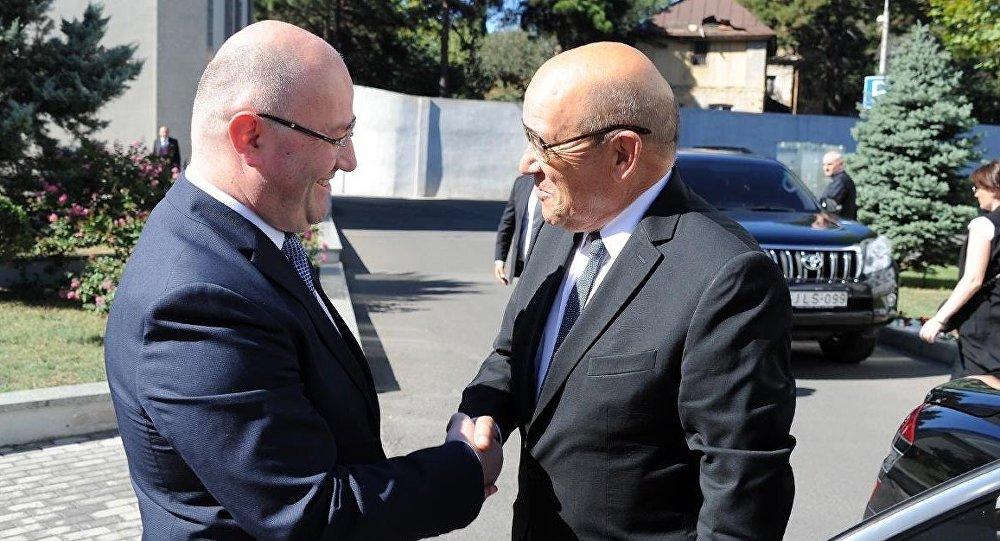 Министр обороны Франции прибыл в Тбилиси
