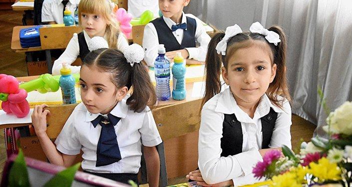 Дети в первом классе, школа