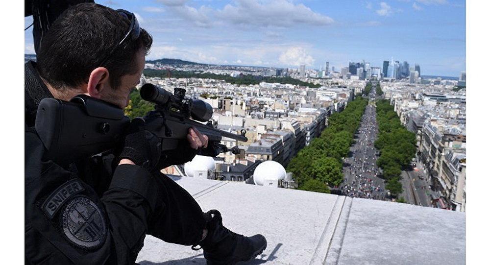Вцентре Парижа закончилась полицейская спецоперация, угроза теракта оказалась ошибочной