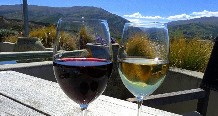 ღვინო შავი და თეთრი