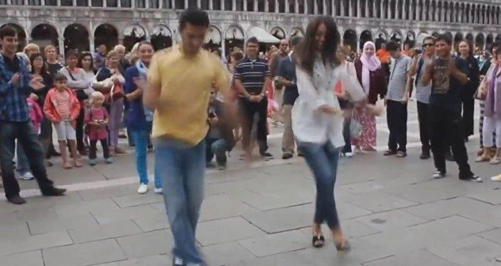 Грузины танцуют в Риме
