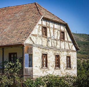 მანფრედ ტიხონოვის სახლი ასურეთში