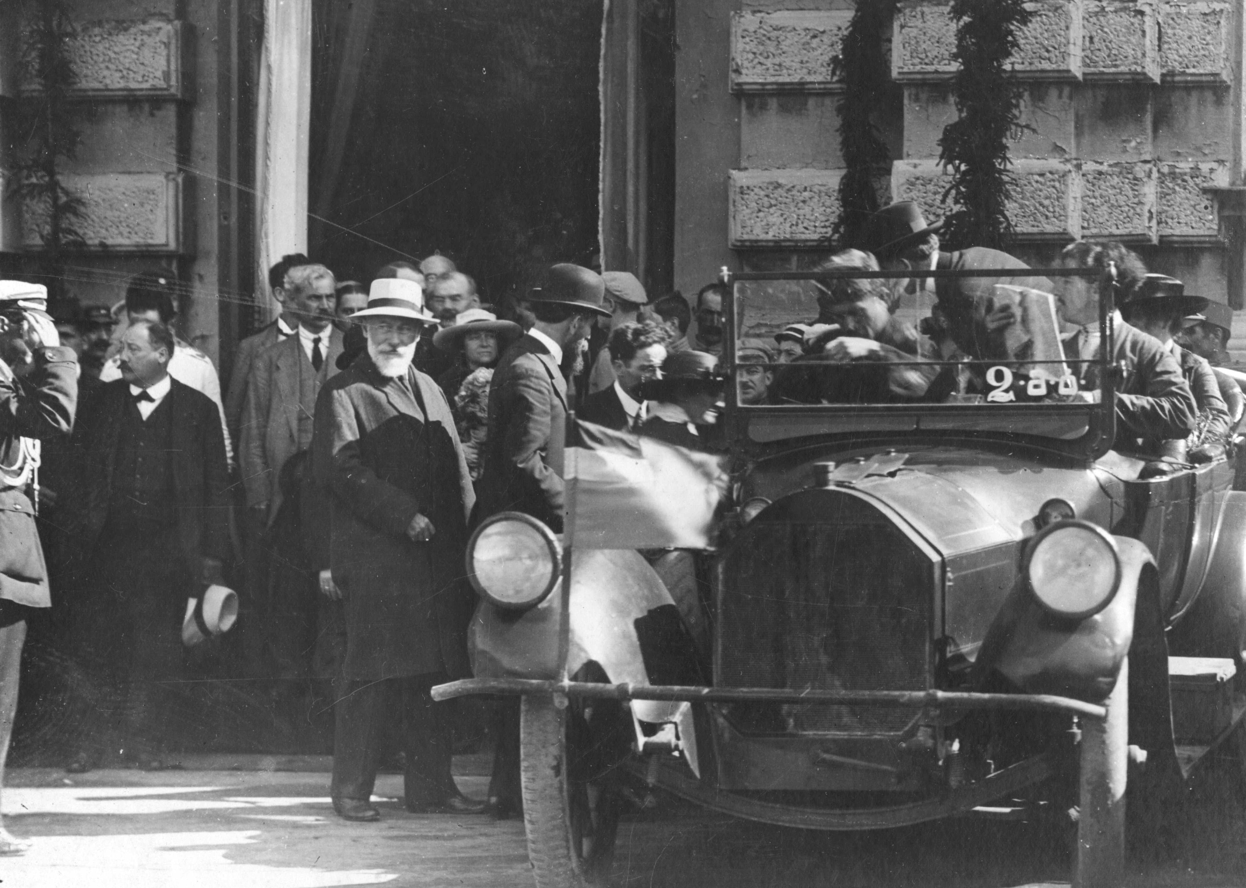 Грузинская делегация во главе с Ноем Жорданией на Международной конференции в Париже, 1920 год