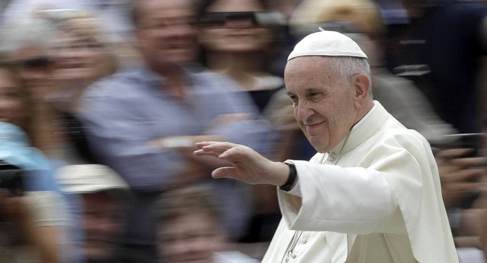 Самолет папы римского приземлился вТбилиси