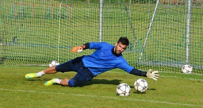 Прошлый вратарьФК «Мордовия» Нукри Ревишвили перешел втбилисское «Динамо»