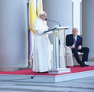 Папа Римский в Тбилиси: прибытие и встреча с президентом Грузии