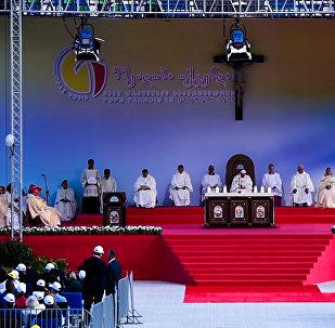 Глава Римско-Католической церкви провел мессу в столице Грузии