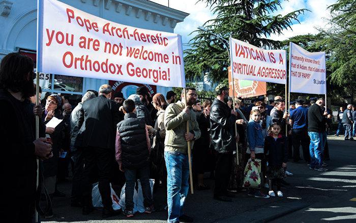 В Тбилиси протестовали против визита Папы Римского