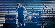 Ника Гварамия выступает на концерте в поддержку Рустави 2