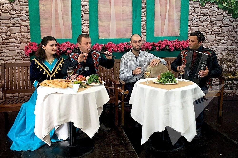 На празднике Тбилисоба в Москве исполнялись грузинские песни.