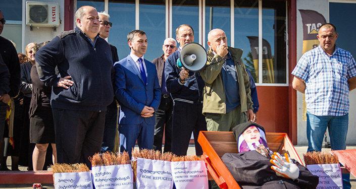 Панихида по Саакашвили прошла у посольства США