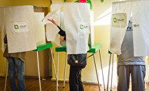 Работа избирательного участка на парламентских выборах в Грузии