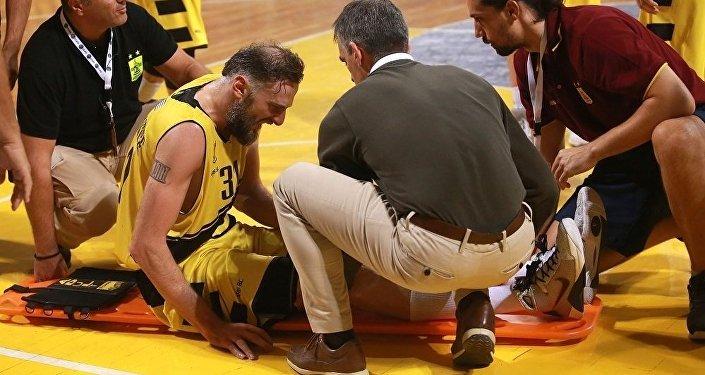 Баскетбол. Игрок греческого клуба Арис Виктор Саникидзе получил травму