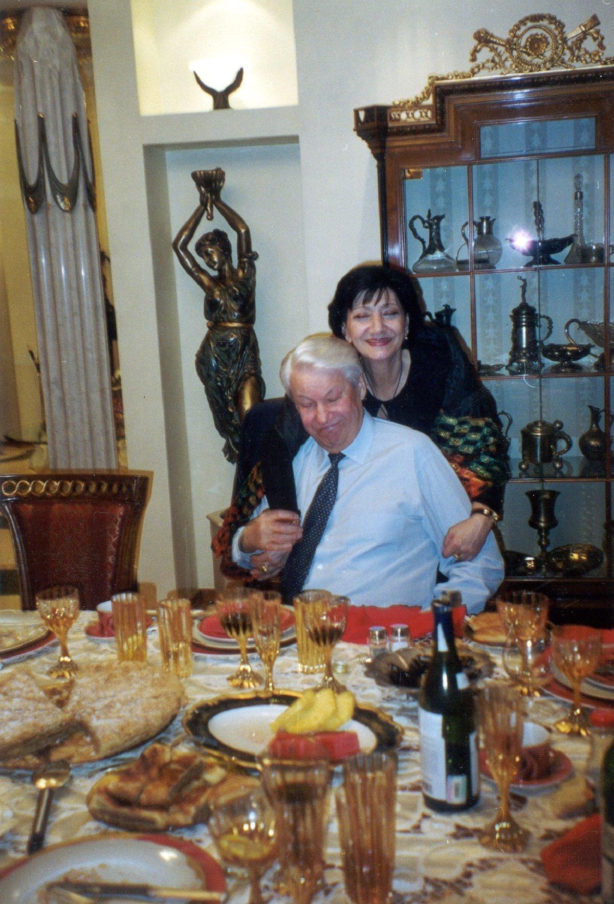 Борис Ельцин любил Грузию, грузинские застолья и песни и особенно Нани Брегвадзе