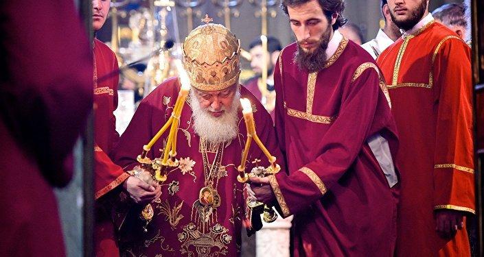 Католикос-Патриарх Всея Грузии Илия Второй проводит службу в храме Светицховели