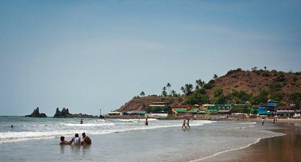 Туристы на пляже в Гоа