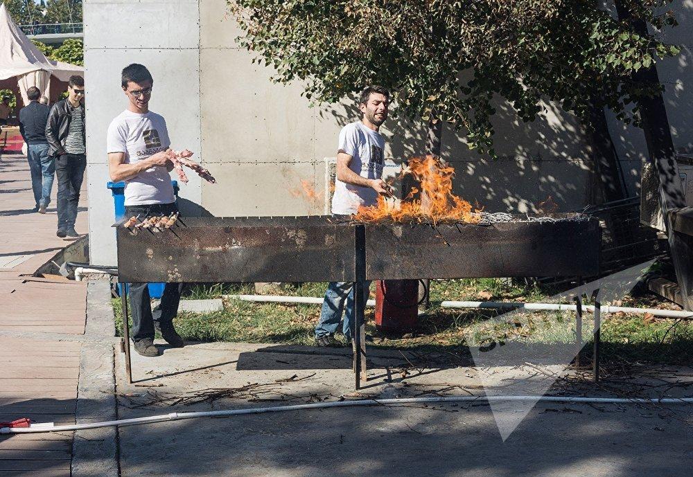 За два дня город выполнил месячную норму по поеданию шашлыков