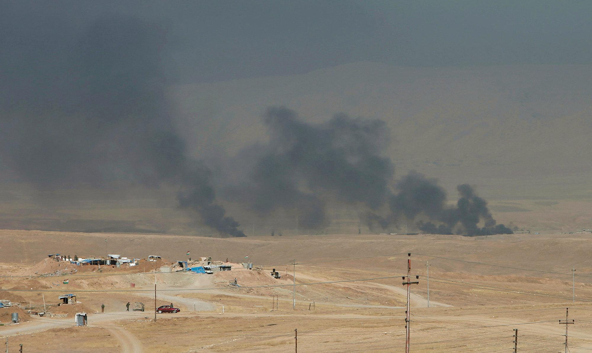 Дым на востоке Мосула во время атаки на позиции боевиков ИГ