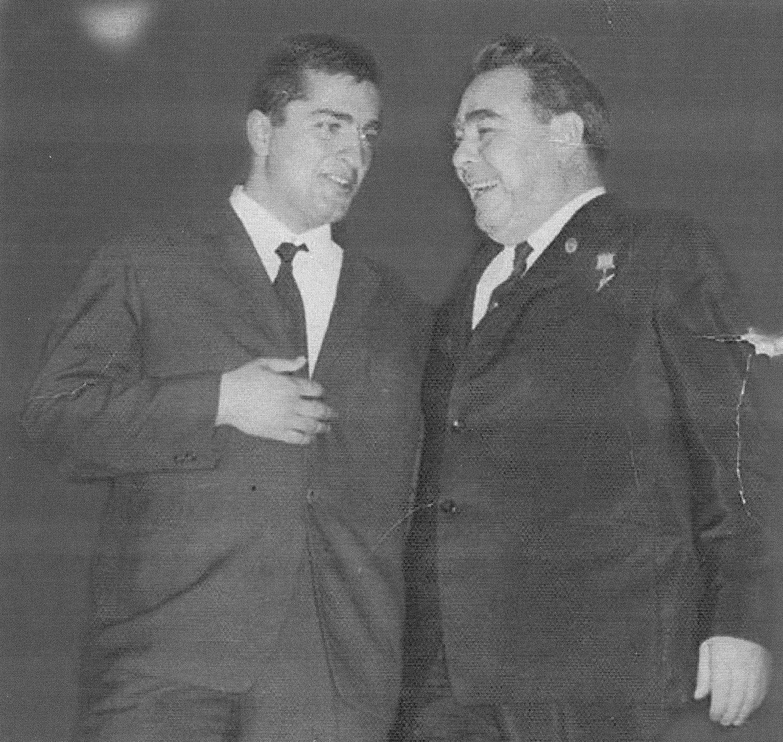 Тенгиз Сулханишвили (знаменитый тележурналист и писатель) и Леонид Брежнев 1966 год